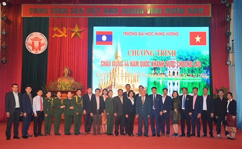 Truong Dai hoc Hung Vuong trang trong to chuc chuong trinh Chao mung 44 nam Quoc Khanh nuoc Cong hoa Dan chu Nhan dan Lao