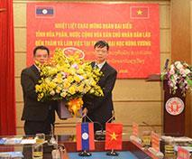 Doan can bo lanh dao tinh Hua Phan – Nuoc CHDCND Lao tham va lam viec voi Truong Dai hoc Hung Vuong