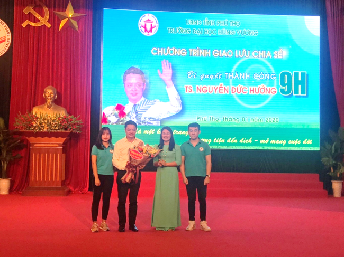 "Truong Dai hoc Hung Vuong to chuc chuong trinh ngoai khoa ""Bi quyet thanh cong 9H"" cho sinh vien khoi nganh Kinh te"