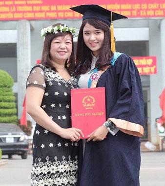 Nguyen Thi Thanh Huyen - Cuu sinh vien K10 DH Su pham Tieng Anh: Thanh cong bat dau tu nhung viec nho nhat!
