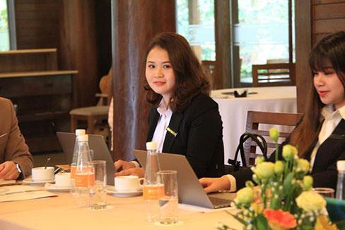 Nguyen Anh Tuyet - cuu sinh vien K9 CDSP Tieng Anh: Nu Giam doc tre voi hoai bao lon