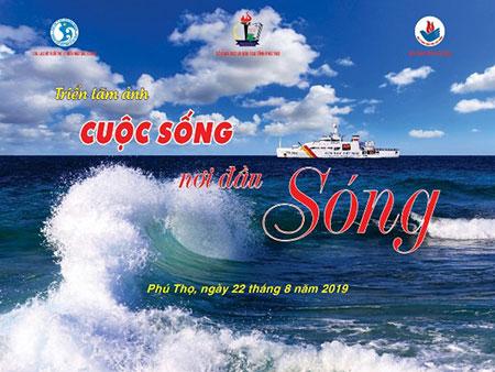 """Truong Dai hoc Hung Vuong phoi hop to chuc Hoi thao """"Tuyen truyen giao duc ve chu quyen lanh tho, quyen loi hop phap cua Viet Nam tren bien Dong"""" va Trien lam anh """"Cuoc song noi dau song"""""""