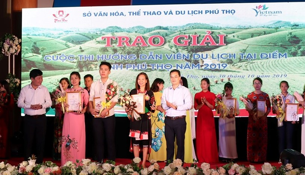 Sinh vien nganh Van hoa – Du lich dat giai cao tai vong chung khao cuoc thi Huong dan vien du lich tai diem tinh Phu Tho nam 2019