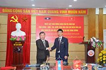 Doan can bo lanh dao tinh Luong – Nam – Tha nuoc CHDCND Lao tham va lam viec voi Truong Dai hoc Hung Vuong