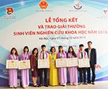 Sinh vien Truong Dai hoc Hung Vuong nhan giai thuong tai Le Tỏng két va trao giải thuỏng sinh vien nghien cúu khoa học toan quoc nam 2019