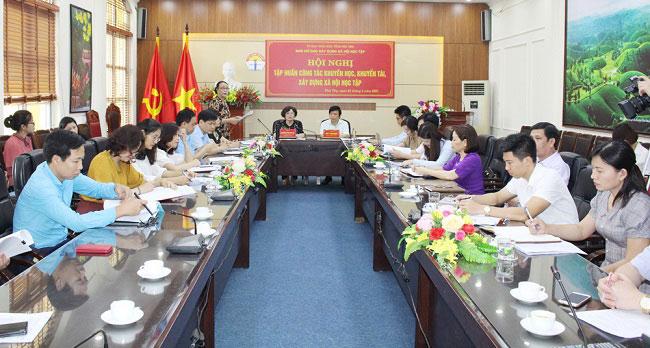 Truong Dai hoc Hung Vuong tham du Hoi nghi tap huan  cong tac khuyen hoc, khuyen tai, xay dung xa hoi hoc tap tinh nam 2021