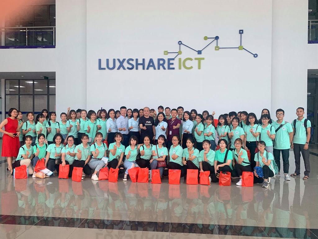 Sinh vien khoa Ngoai ngu tai hoc tap, trai nghiem thuc te tai Cong Ty TNHH Luxshare ICT