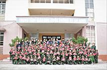 "Hoc sinh truong Tieu hoc Thanh Minh Thi xa Phu Tho hao hung tham gia chuong tinh trai nghiem ""Chung em hoc lam chien si"" tai Trung tam GDQP&AN - Truong Dai hoc Hung Vuong"