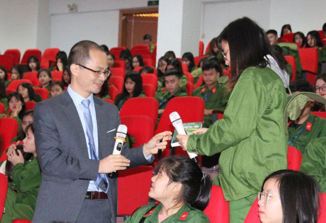 Truong Dai hoc Hung Vuong phoi hop voi Quy ho tro Nghien cuu Bien Dong (FESS) to chuc Chuong trinh pho bien kien thuc bien dao cho sinh vien