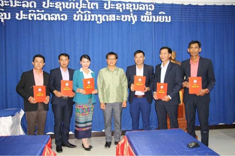 Chuong trinh trao bang tot nghiep Thac si cho cac hoc vien cao hoc nuoc CHDCND Lao thanh cong tot dep