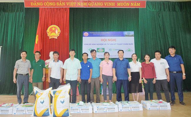 Truong Dai hoc Hung Vuong dong hanh cung nong dan xa Thach Kiet huyen Tan Son trong phat trien kinh te dia phuong